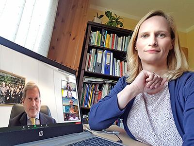 Geschäftsführerin Therese Reinel moderiert Diskussion mit EU-Kommissar und Ring-Präsident Dr. Johannes Hahn und Bildungsehrenamtlichen