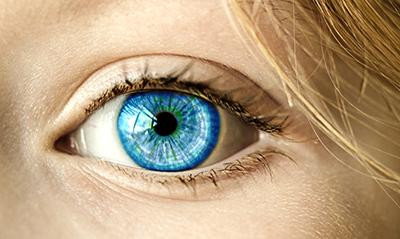 Nahaufnahme von einem Auge einer Frau